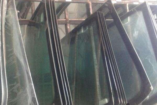 شیشه اتومبیل